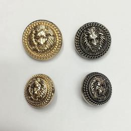 Vente en gros 100pcs 15mm 25mm boutons-loisirs vêtements pour femmes haut de gamme avec des boutons de pied alliage métal tache dames couture des boutons pour vêtement