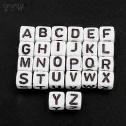 08e16052814a 6 Fotos Cuentas de acrílico blanco sueltas en venta-Venta al por mayor 2800  unids A-Z Alfabeto