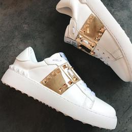 wholesale dealer f95fc e17fc Con la scatola di alta qualità Valentinos Shoes Chaussures Designer di  lusso Bianco Nero Abito De Luxe Sneakers Uomo Donna Scarpa casual