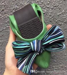 Venta al por mayor de 2019 venta al por mayor de lujo retro bowknot poco profundo puntiagudo zapatos de fondo plano sexy inferior plana solo zapatos de piel de oveja casual y cómodo