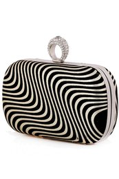 $enCountryForm.capitalKeyWord NZ - Bling Sparkly Striped Bridal Hand Bags Gold Black Silver Evening Party Bags New Hot Sale Formal Women Handbags with Chain 197957
