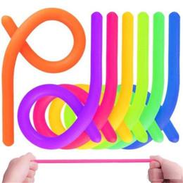 Cordas de Néon Fidget Abreact Anti Stress Corda Flexível Cola Cordas De Macarrão Multicor TPR Relaxar O Humor Hyperflex Stretchy Strings C0058 em Promoção