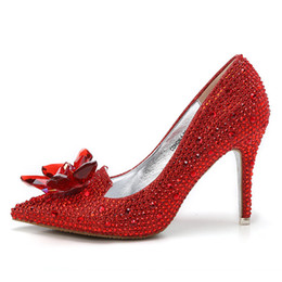2d8c1336bd Semana da moda Celebridade Top Grade Cinderela Cristal Party Shoes Nupcial  Sapatos de Casamento Com Flor Mulher de Salto Alto Fino
