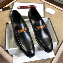 Discount shoe adornment - Hot Sale-Brown and black men shoes Bamboo adornment Sequined Imported sheepskin lining Classic patent leather men dress
