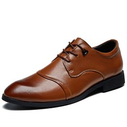 pointed style shoes for men UK - Men Leather Flats 2019 New Top Quality Formal Business Shoes for Men Classical Style Men's Wedding Shoes Zapatos de hombre