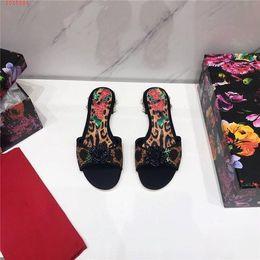 $enCountryForm.capitalKeyWord Australia - Woman slippers Beautiful style Fashion woven upper hand painted Rose Pearl flat bottom Black bottom slippers