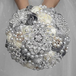 crystal beaded bouquet Canada - 1Piece Elegant Custom Ivory Bridal Wedding Bouquets Stunning Pearls Beaded Crystal Brooch Stitch Wedding Crystal Free Shipping