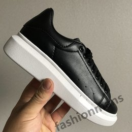 light reflective fabric Australia - 2019 Fashion skin Luxury designer sports shoes UK triple black white 3M reflective grean red silver jade 25 colorways mens womens sneakers