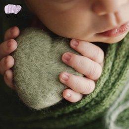 Recém-nascidos Fotografia Artesanal Sentiu Adereços de Amor Coração Pequena Menina Do Bebê Menino Ins Estilo Photo Shoot Acessórios fotografia Feltro Boneca P