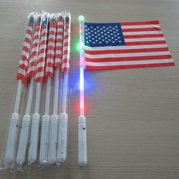 4. juli-flaggen großhandel-Amerikanische LED Flagge Hand Flagge cm USA Independence Day Banner Flaggen Juli Luminous Flag Party Supplies