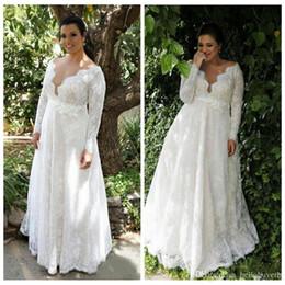 Venta al por mayor de Más el tamaño de manga larga de encaje de playa una línea de vestidos de novia vestidos de novia 2019 V cuello país vestidos de novia Vestidos De Novia