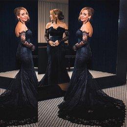 Ingrosso Sexy abiti da sera in pizzo a sirena nera 2018 Vintage maniche lunghe spalle spalle abito da sera abito da sera con chiusura a bottoni