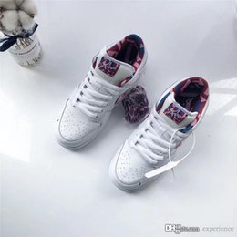 $enCountryForm.capitalKeyWord Australia - 2019 Hottest Authentic Parra x SB Dunk Low White Pink Rose Gym Red CN4504-100 Man Woman Running Shoes Sports Sneakers With Original Box