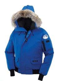 Großhandel Kanada Winter Herren Gans Chilliwack Bomber Parka Tarnung Oberbekleidung-Pelz mit Kapuze Fourrure Manteau Daunenjacke Coyote Pelzkragen Mantel Hiver