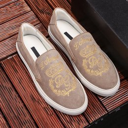 $enCountryForm.capitalKeyWord NZ - 2019 Hot Men Designer Luxury Casual Shoes Khaki Golden Embroidery Slip on Breathable Fashion Shoes Street Style Top Quality with Box 9945CE