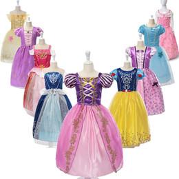 Meninas vestidos de festa vestidos de princesa com arco bonito para as crianças roupas de verão 9 cores para escolher bebê menina princesa dress crianças designer de saia em Promoção