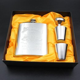 $enCountryForm.capitalKeyWord Australia - 1Set 7oz Stainless Steel Hip Flask Alcohol Whisky Flagon Portable Embossing Hip Flask Personalized Set Gift Free Give Cup Funnel