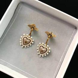 Diseñador europeo pendientes de boda en forma de corazón pequeños pendientes de perlas C y D Modelado mujer pendientes de marca de lujo regalo de San Valentín en venta