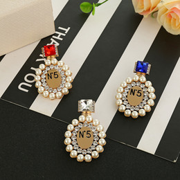 Plates Gift Europe NZ - Europe and America Fashion Brooch Pin Yelow Gold Plated Pearl Brand Letter Perfume Bottle Pin Brooche for Men Women for Party Nice Gift