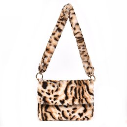 89f373198 Buena calidad Moda Invierno Faux Fur Bolsa de Hombro de Las Mujeres  Pequeños Bolsos de Leopardo Bolso de Mano Femenino Regalo de Navidad Bolsa  Feminina Sac