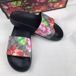 Venta al por mayor de Las más nuevas Mujeres de Los Hombres Flor Diapositivas de Tigre Verano de Lujo Diseñador de la marca de playa Zapatos Planos de interior Marca Para Hombre Sandalias Zapatillas Flip Flop 03