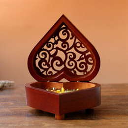 $enCountryForm.capitalKeyWord Australia - Creative Heart Shaped Vintage Wood Carved Mechanism Musical Box Wind Up Music Box Gift For Christmas Birthday Valentine's Day