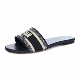 Woman shoes size 31 online shopping - 2019 Woman Slippers Sandals Designer Shoes Best Quality Summer Flat sandals Flip Flops Fashion sandals Size With Box by Shoe07