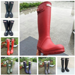 Discount woman costume boots - Fashion Women Rainboots Knee-high Tall Rain Boots Famous Brand Waterproof Rubber Water Shoes England Style Girl Rainshoe