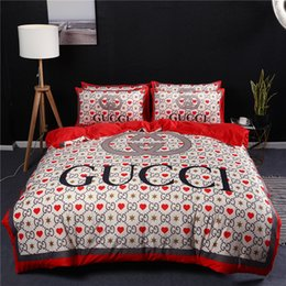 printed bedding set heart Australia - Red Heart Print Bedding Sets Letters Intertwined Stripe Bed Cover 4 Pieces Set Fashion Logo New Style Wedding Bedroom Decorate