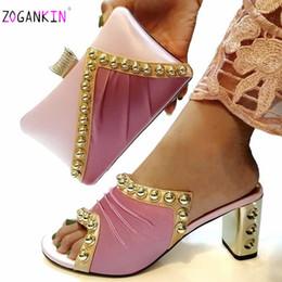 9308a0ded 8 Фотографии Купить Онлайн Итальянская женская обувь-Модные итальянские  дамы, соответствующие обуви и сумке Pu нигерийская