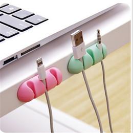 2pcs / серия Силикон Самоклеящегося Office Desk Wire Organizer Кухня провод Крепление Гаджет рабочего стол Провод хранение держатель аксессуары на Распродаже