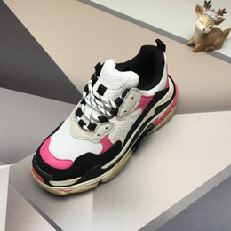 sneaker shoes for women Australia - Paris 17FW Triple-S Walking Shoes Luxury Dad Shoes chaussures femme Triple S 17FW Sneakers for Men Women Vintage Old Grandpa Trainer Outdoor
