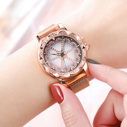 $enCountryForm.capitalKeyWord UK - Lucky Mesh Band Magnet Clasp Quartz Wrist Watch Flower Rhinestone Strike Watch Women's Watches Quartz Wristwatches For Female