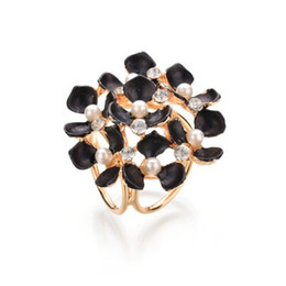 Flower Brooch Black Gold UK - Tricyclic Gold Color Scarf Clip 2019 New Imitation Pearl Boutonniere Rhinestone Flowers Brooches For Women b58