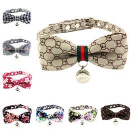 Vente en gros Collier de chien et laisse sertie d'un nœud papillon de joli boucle en métal petit collier de chien accessoires pour animaux de compagnie boucles avec cloche