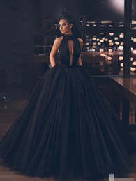 line princess halter floor length 2021 - 2020 New Arrival Sexy Backless Black Wedding Dresses Ball Gowns Halter Ruched Tulle Princess Women Non Traditional Brida