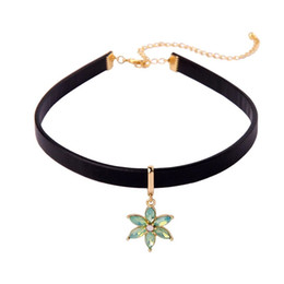 Girl Choker Chain Australia - Flower Chokers Necklace Leather Short Necklaces for Lively Girls Sweater Adjustable Chains New Arrival Fashion Jewelry