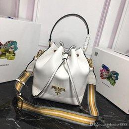Großhandel New Classic Fashion Designer Bag Freizeit Baitao Große Kapazität Deluxe Wasserfass Tasche Echt Cortex Qualitätsnummer: 41 1BE018