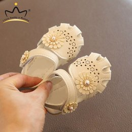 pearl flower girl shoes UK - Summer New Leather Baby Girl Sandals Cute Flower Pearls Princess Baby Girl Shoes Non-slip Rubber Sole Beach Hollow Sandals