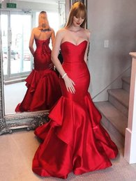 $enCountryForm.capitalKeyWord Australia - Classic Design Strapless 395 Satin Red Mermaid Prom Dress Tiered Skirt Cocktail Party Dress Lace Up Back Red Evening Dresses