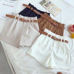 d0939a9328 Nuevo Casual Cómodos y elegantes Pantalones cortos salvajes con cinturón  Pantalones cortos de lana para mujer Pierna ancha y delgada Una línea