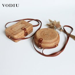 handmade leather messenger bags 2020 - Women Shouler Rattan Bags Beach Summer New Mini Retro Vintage Handmade Woven Leather Belt Straw Small Messenger Bag For