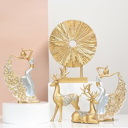 tv cabinet decoration UK - Luxurious Golden Figurines Sets For Home Decoration Accessories Wedding Gifts Resin Crafts Ornaments TV Cabinet Decor Sculpture T200617