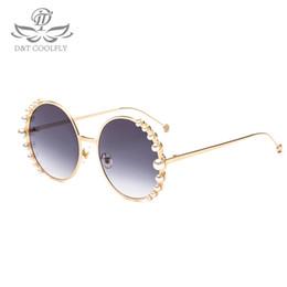 Опт DT 2018 новый роскошный жемчужные очки женщин мода металлическая рама круглые солнцезащитные очки бренд дизайнер зеркало Жемчужина солнцезащитные очки UV400