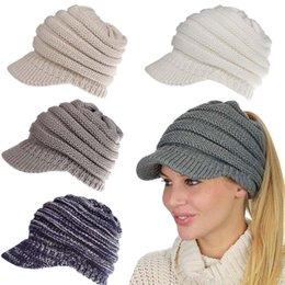 2019 nuova delle donne cappello di inverno Coda di cavallo Lady Hat inverno caldo cappello di baseball Knitting Crochet Moda 10 colori TO743 in Offerta