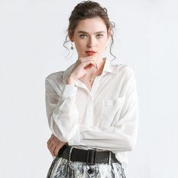 2d09c7f4794 Venta al por mayor 100% de seda de moda para mujer blusas camisas blanco  negro de manga larga solapa cuello para mujer ropa envío gratis