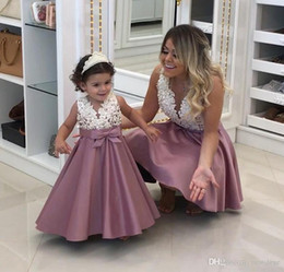 China Pearls Lace Applique Flower Girl Dress Fashion Mother And Daughter Dresses Matching V Neck Baby Wedding Gowns suppliers