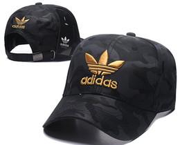 Venta al por mayor de 2018 nueva venta al por mayor 100 opciones de diseño populares Marcas famosas Tapas de letras ICONO tapa de calidad superior Icono de sombrero de gorra de béisbol para mujeres hombres