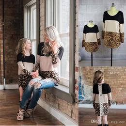 $enCountryForm.capitalKeyWord Australia - INS Stylish Family Matching Outfits Mather With Daughter Leopard Patchwork Tshirts Tops Long Sleeve Spring Summer Mom and Me Clothes