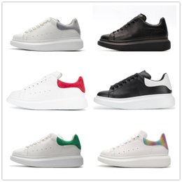 White Leather Shoes For Women NZ - 2019 New Designer Luxury white leather casual shoes for girl women men black gold red fashion comfortable flat sneakers 3A